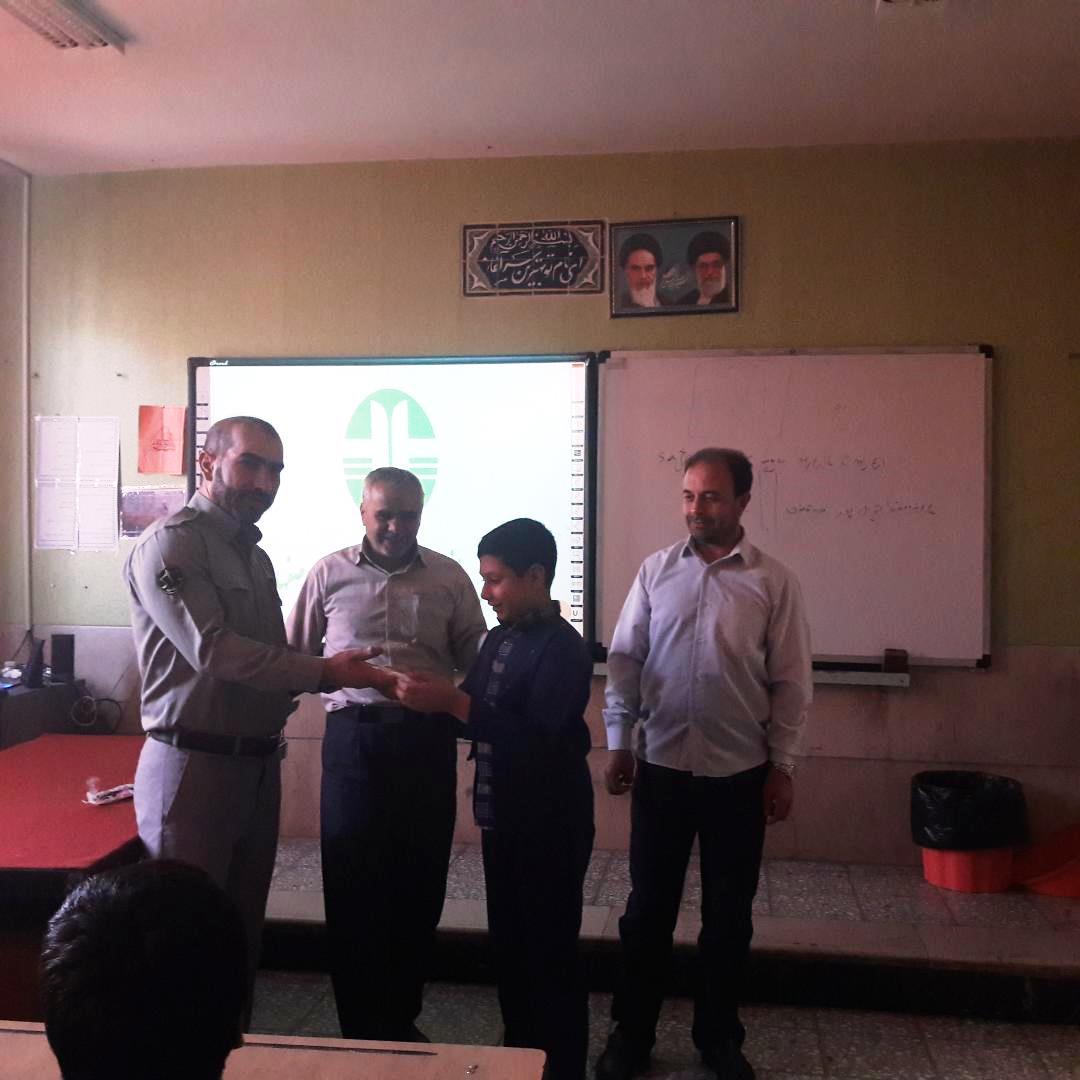 همزمان با هفته محيط زيست ، برگزاري كلاس آموزش هاي زيست محيطي براي دانش آموزان لنجان